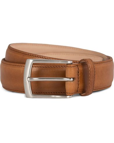 Loake 1880 Henry Leather Belt 3,3 cm Tan i gruppen Tilbehør / Bælter / Glatte bælter hos Care of Carl (11632011r)