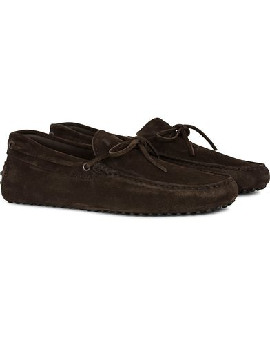 Tod's Laccetto Gommino Carshoe Dark Brown Suede i gruppen Sko / Mokkasiner hos Care of Carl (13129211r)