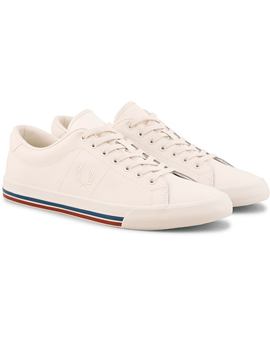 Fred Perry Underspine Leather Sneaker Off White i gruppen Sko / Sneakers / Sneakers med lavt skaft hos Care of Carl (15085011r)