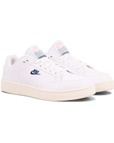 Nike Grandstand Low Leather Sneaker White i gruppen Sko / Sneakers / Sneakers med lavt skaft hos Care of Carl (15234911r)