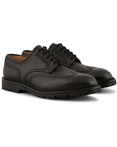 Crockett & Jones Pembroke Vibram Cleated Derby Black Grain i gruppen Sko / Derbys hos Care of Carl (15240611r)