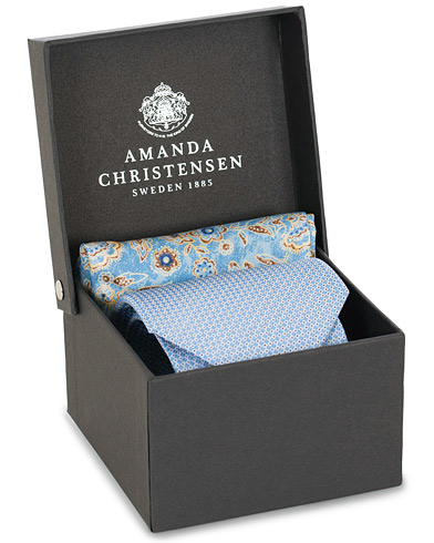 Amanda Christensen Box Set Silk Dot 8 cm Tie With Flower Pocket Square Blue  i gruppen Tilbehør / Slips hos Care of Carl (15641310)