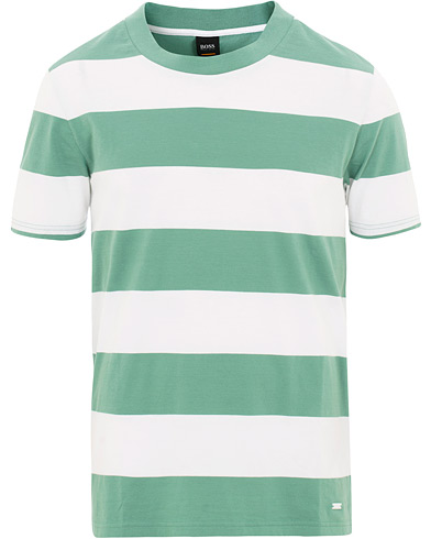 BOSS Casual Block Stripe Tee Green/White i gruppen Tøj / T-Shirts / Kortærmede t-shirts hos Care of Carl (15807311r)