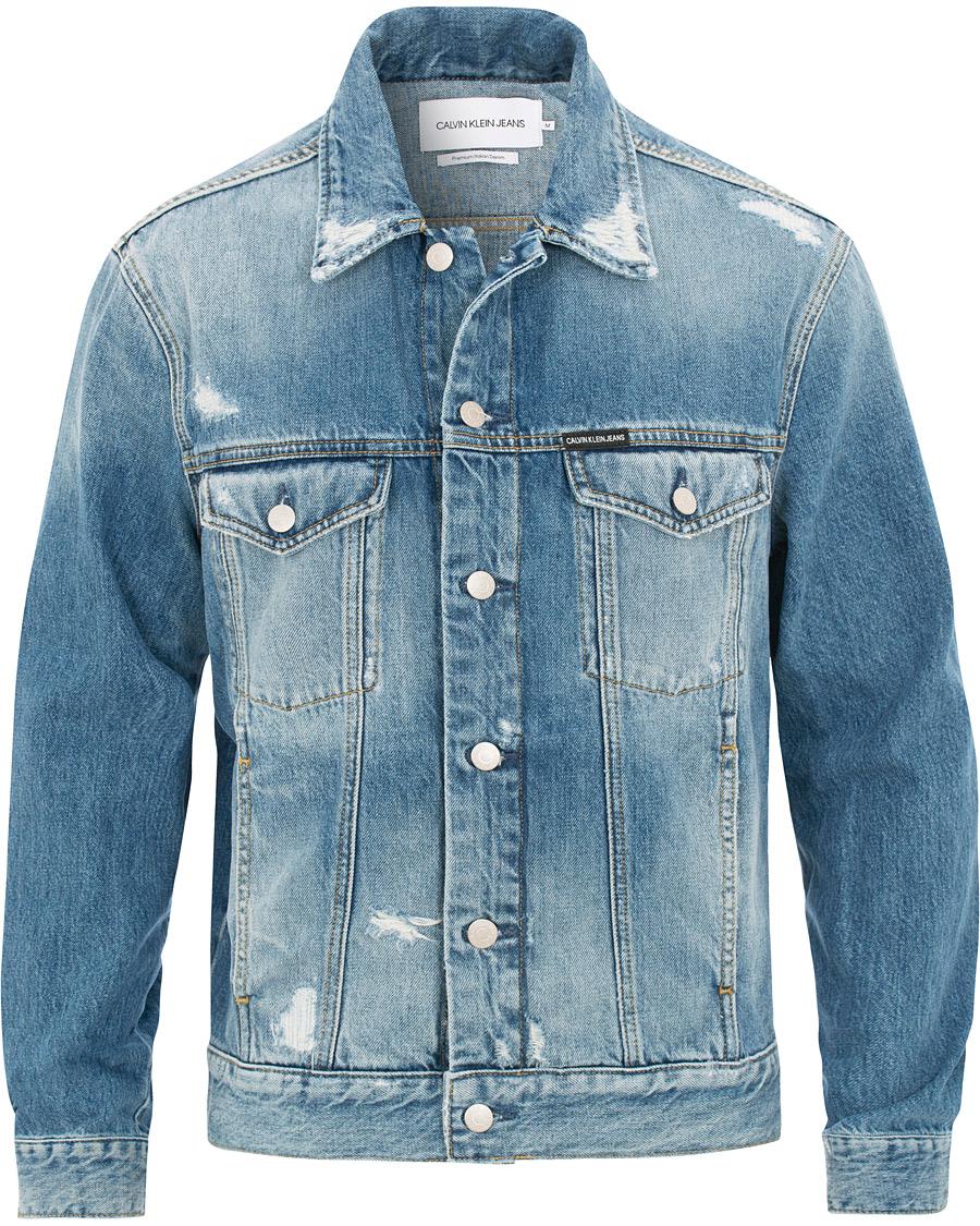 b389a5a71 Calvin Klein Jeans Shredded Denim Trucker Light Wash hos CareOfCa